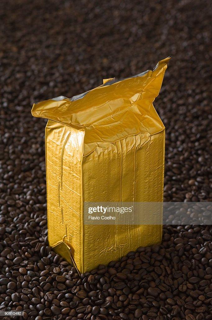 Vacuum packed coffee : Stock Photo