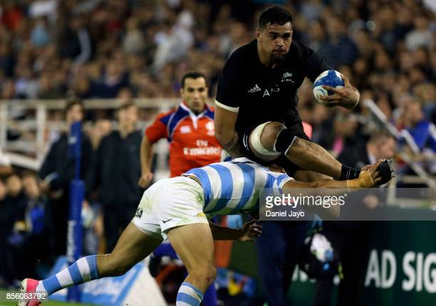 Vaea Fifita of New Zealand evades a tackle during a match between Argentina and New Zealand as part of Rugby Championship 2017 at Jose Amalfitani...