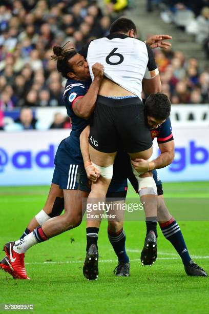 Vaea Fifita of New Zealand runs into the France defence during the test match between France and New Zealand at Stade de France on November 11 2017...