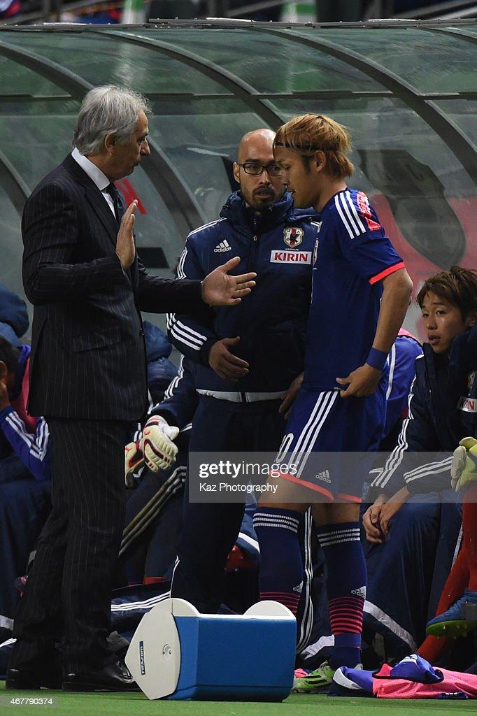 Vahid Halilhodzic manager of Japan instructs Takashi Usami of Japan during the international friendly match between Japan and Tunisia at Oita Bank...
