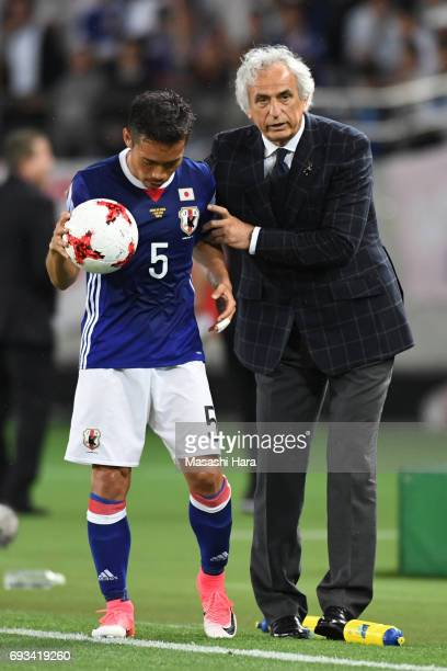 Vahid Halilhodziccoach of Japan instructs Yuto Nagatomo during the international friendly match between Japan and Syria at Tokyo Stadium on June 7...