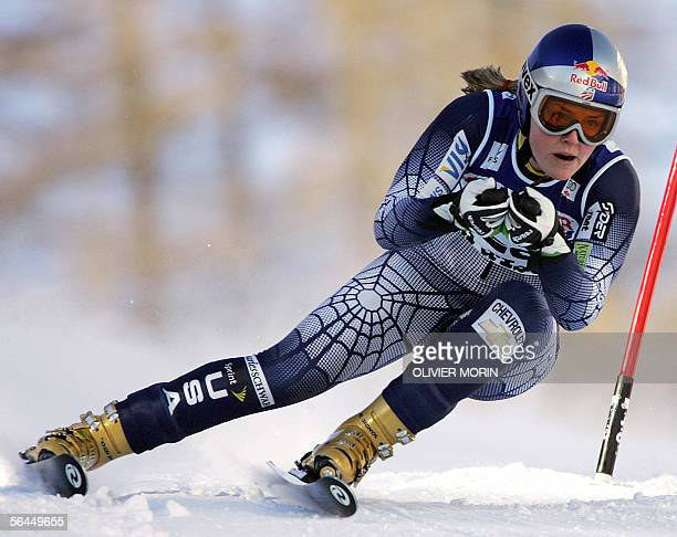 Val D'isere FRANCE USA's Lindsay Kildow clears a gate 18 December 2005 in Val d'Isere during the World Cup women Super G Austria's Michaela...