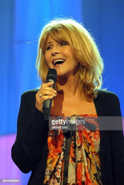 Valaitis Lena Musikerin Saengerin Schlager D Auftritt in der TVShow 'Ein Festival der Hits Schaubude extra'