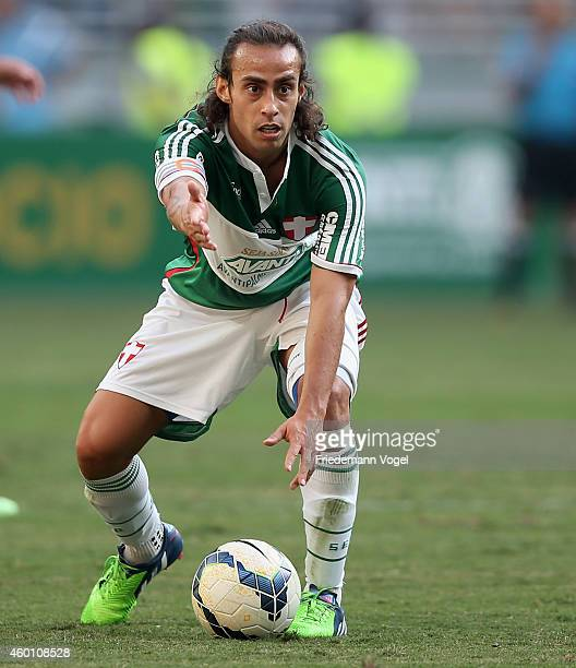 Valdivia of Palmeiras controls the ball during the match between Palmeiras and Atletico PR for the Brazilian Series A 2014 at Allianz Parque on...