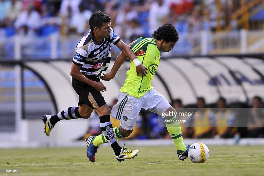 Valdivia of Palmeiras runs with the ball during the match between Palmeiras and XV de Piracicaba as part of Campeonato Paulista 2013 at Barão de Serra Negra Stadium on February 3, 2013 in Piracicaba, Brazil.