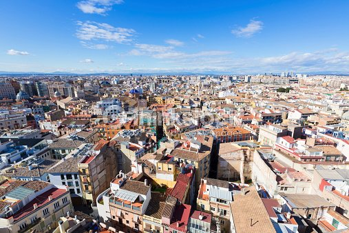 Vue a rienne de la ville de valencia el miguelete tour en - Piscine valencia espagne ...