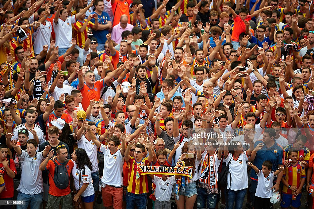 Valencia CF fans cheer their team's arrival before the UEFA Champions League qualifying round playoff first leg match between Valencia CF and AS...