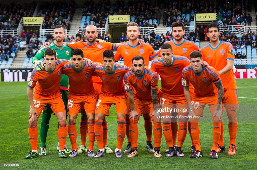 Valencia CF line up for a team photo prior to the start the La Liga match between Real Sociedad de Futbol and Valencia CF at Estadio Anoeta on January 10, 2016 in San Sebastian, Spain.