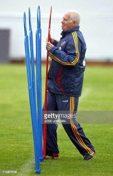 Spain's coach Luis Aragones puts up a freekick barrier during a training session at the Sport City in Valencia 31 May 2006 Spain coach Luis Aragones...