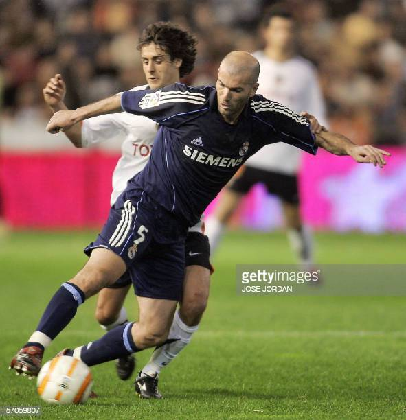 Valencia's Argentinian midfielder Pablo Aimar tries to dribble past Real Madrid's French midfielder Zinedine Zidane during their Spanish League match...
