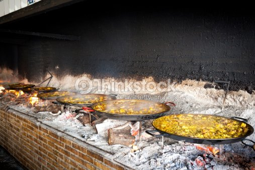 la paella valencienne cuisine au feu de bois photo thinkstock. Black Bedroom Furniture Sets. Home Design Ideas
