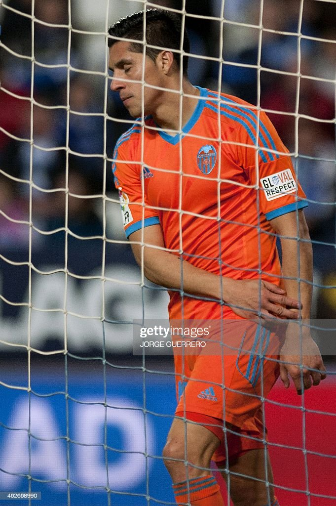 Valencia's Argentinian midfielder <a gi-track='captionPersonalityLinkClicked' href=/galleries/search?phrase=Enzo+Perez&family=editorial&specificpeople=3275855 ng-click='$event.stopPropagation()'>Enzo Perez</a> reacts during the Spanish league football match Malaga CF vs Valencia CF at La Rosaleda stadium in Malaga on February 2, 2015.