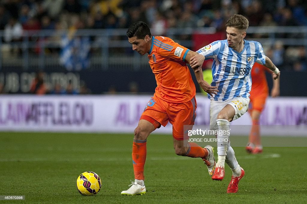Valencia's Argentinian midfielder Enzo Perez (L) vies with Malaga's forward Samuel Castillejo during the Spanish league football match Malaga CF vs Valencia CF at La Rosaleda stadium in Malaga on February 2, 2015.