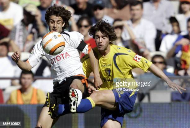 Valencia's Argentinian Pablo Aimar fights for the ball with Cadiz's Fernando Moran during their Spanish league match at the Mestalla stadium in...