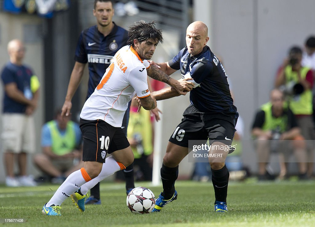 Valencia's Ever Banega (L) battles with Inter Milan's Esteban Cambiasso during a 2013 International Champions Cup match on August 4 , 2013 at the MetLife stadium in East Rutherford, New Jersey. AFP PHOTO/Don Emmert