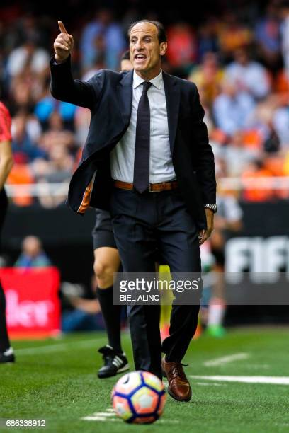 Valencias head coach Voro Gonzalez shouts during the Spanish League football match Valencia CF vs Villarreal CF at the Mestalla stadium in Valencia...