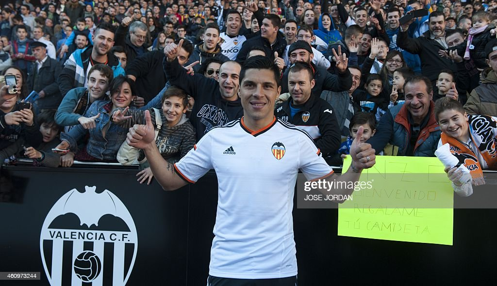 Valencia's new signing Argentinian midfieler <a gi-track='captionPersonalityLinkClicked' href=/galleries/search?phrase=Enzo+Perez&family=editorial&specificpeople=3275855 ng-click='$event.stopPropagation()'>Enzo Perez</a> poses infront of football fans during his official presentation at the Mestalla stadium in Valencia on January 02,2015.