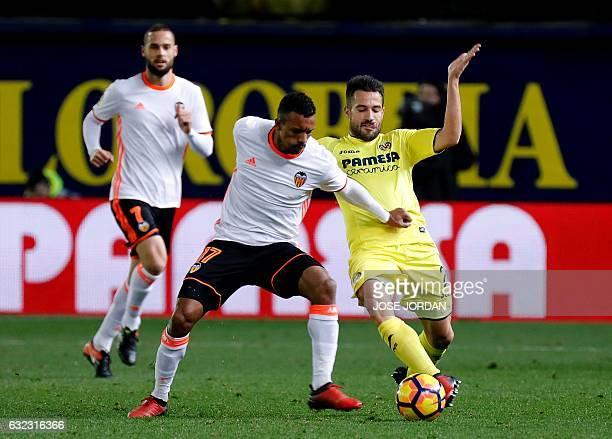 Valencia's Portuguese midfielder Nani vies with Villarreal's midfielder Samuel Castillejo during the Spanish League football match Villarreal CF vs...