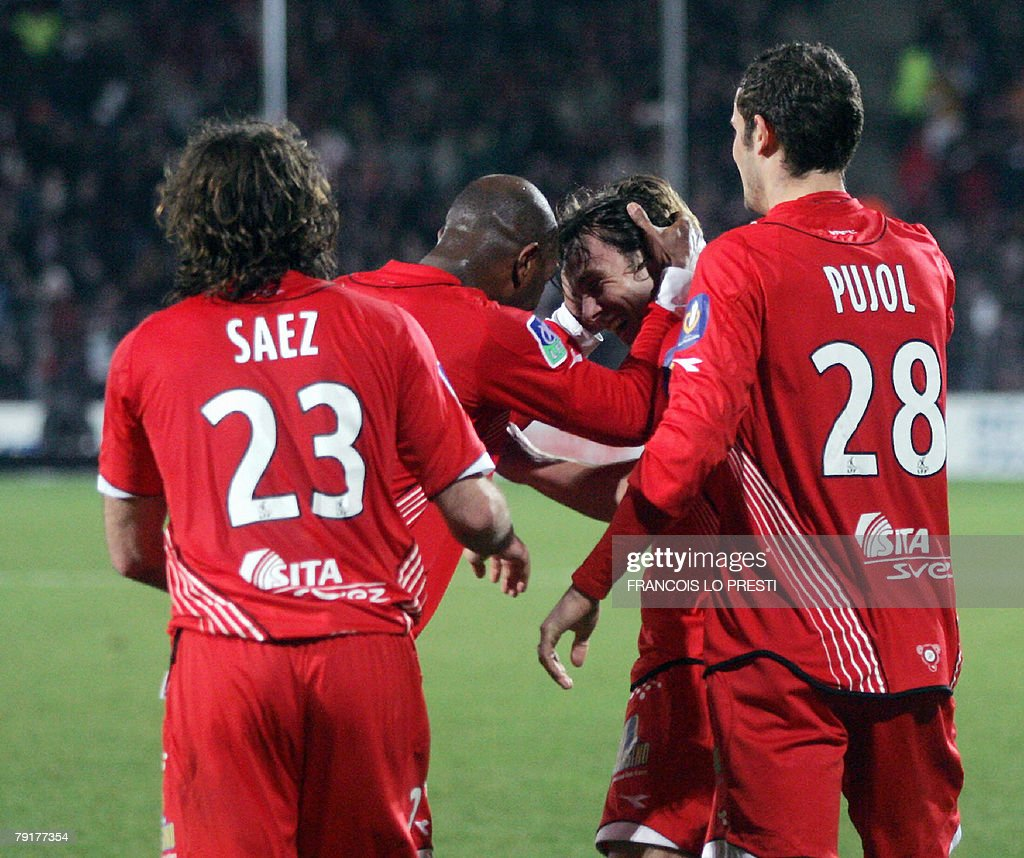 Valenciennes' forward Steve Savidan (2ndR) celebrates with teammates after scoring a goal against Lens during their L1 football match, 23 January 2008 at the Nungesser Stadium in Valenciennes.