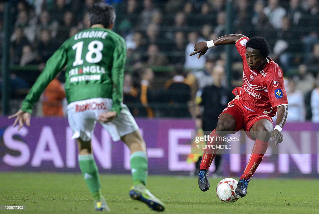 Valenciennes' midfielder Carlos (R) fights for the ball with Saint-Etienne's French midfielder Fabien Lemoine during the French L1 football match Saint-Etienne vs Valenciennes, on November 23, 2012 at the Geoffroy-Guichard stadium in Saint-Etienne. AFP PHOTO/ PHILIPPE MERLE