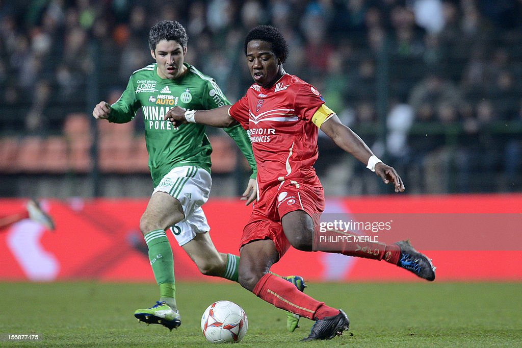Valenciennes' midfielder Carlos (R) fights for the ball with Saint-Etienne's French midfielder Fabien Lemoine during the French L1 football match Saint-Etienne vs Valenciennes, on November 23, 2012 at the Geoffroy-Guichard stadium in Saint-Etienne. AFP PHOTO / PHILIPPE MERLE