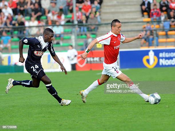 Valenciennes' midfielder Foued Kadir vies with Bordeaux' Abdou Traore during their L1 football match Valenciennes vs Bordeaux on April 28 2010 at the...
