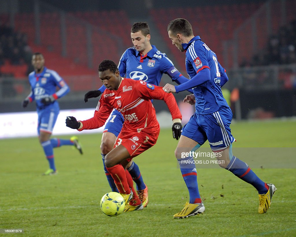 Valenciennes' Opa Nguette (C) vies with Lyon's French forward Anthony Reveillere (R) and Lyon's French midfielder Maxime Gonalons during the French L1 football match Valenciennes vs Olympique lyonnais at the stadium 'stade du hainaut' in Valenciennes on January 25, 2013.