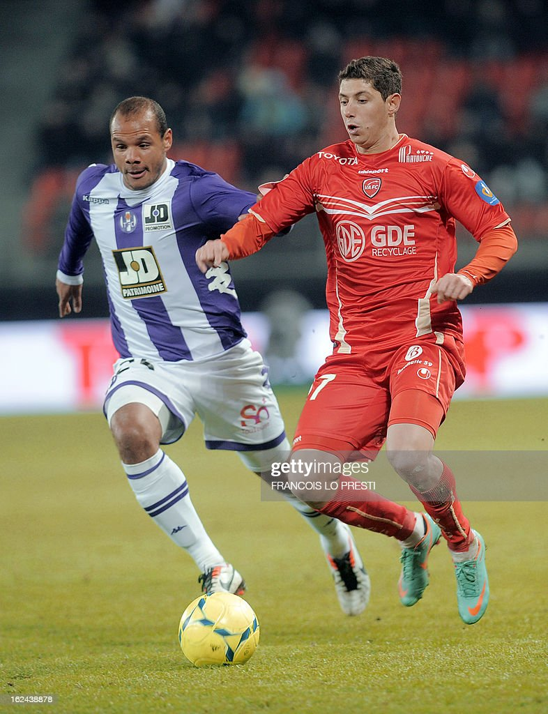 Valenciennes's player Melikson(R) vies with Toulouse's Norwegian forward Daniel Braaten during their French L1 football match at the 'stade du hainaut' in Valenciennes on February 23 2013. AFP PHOTO FRANCOIS LO PRESTI