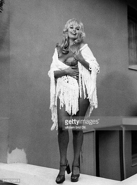 Valentin Barbara * Schauspielerin Oesterreich in dem Film 'Unsere Tante ist dasLetzte' 1973
