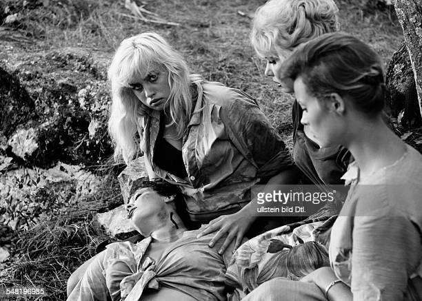 Valentin Barbara * Schauspielerin Oesterreich in einer Szene des Films 'Ein Toter hing im Netz' 1960