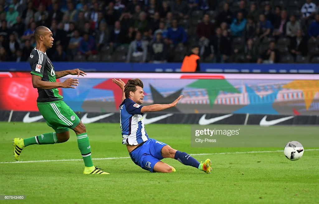 Valentin Stocker of Hertha BSC scores the 2:0 during the game between Hertha BSC and FC Schalke 04 on September 18, 2016 in Berlin, Germany.