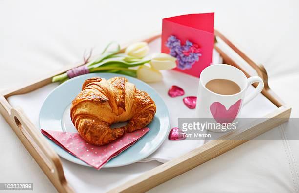 バレンタインの日の朝食のトレイ