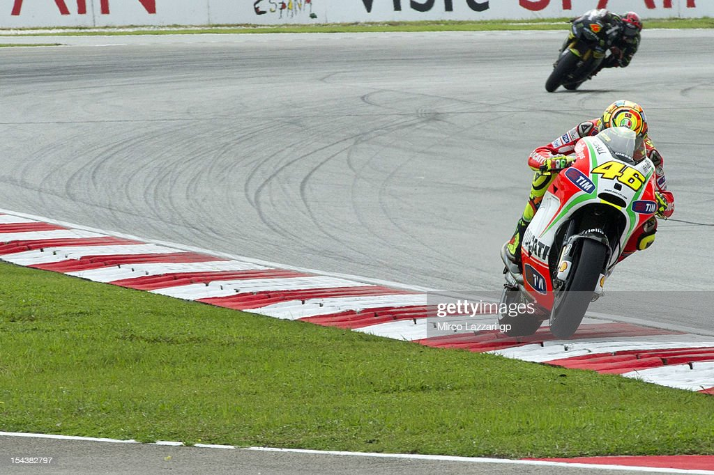 <a gi-track='captionPersonalityLinkClicked' href=/galleries/search?phrase=Valentino+Rossi&family=editorial&specificpeople=157603 ng-click='$event.stopPropagation()'>Valentino Rossi</a> of Italy and Ducati Marlboro Team heads down a straight during the free practice of the MotoGP Of Malaysia at Sepang Circuit on October 19, 2012 in Kuala Lumpur, Malaysia.