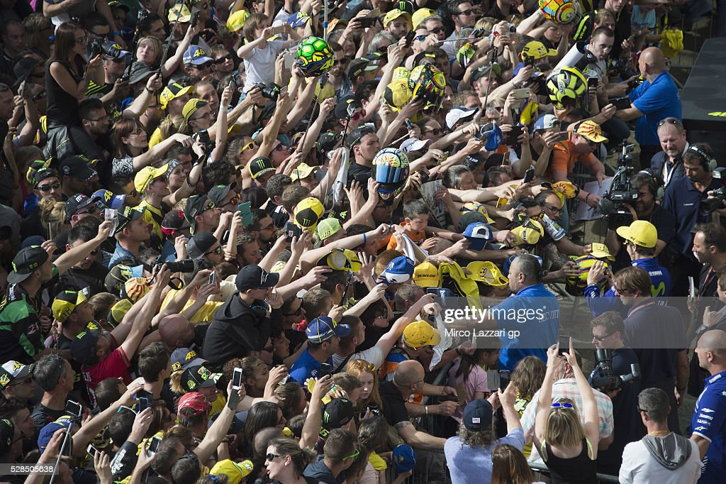 Valentino Rossi of Italy and Movistar Yamaha MotoGP signs autographs for fans in pit during the MotoGp of France - Press Conference on May 5, 2016 in Le Mans, France.