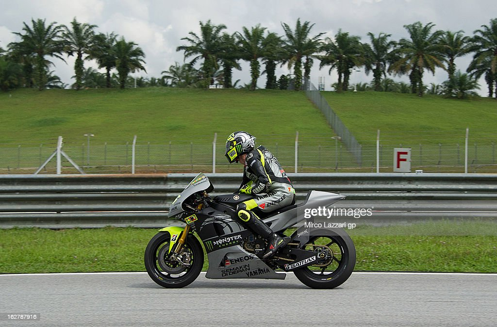 <a gi-track='captionPersonalityLinkClicked' href=/galleries/search?phrase=Valentino+Rossi&family=editorial&specificpeople=157603 ng-click='$event.stopPropagation()'>Valentino Rossi</a> of Italy and Yamaha Factory Racing returns in box during the MotoGP Tests in Sepang - Day Two at Sepang Circuit on February 27, 2013 in Kuala Lumpur, Malaysia.