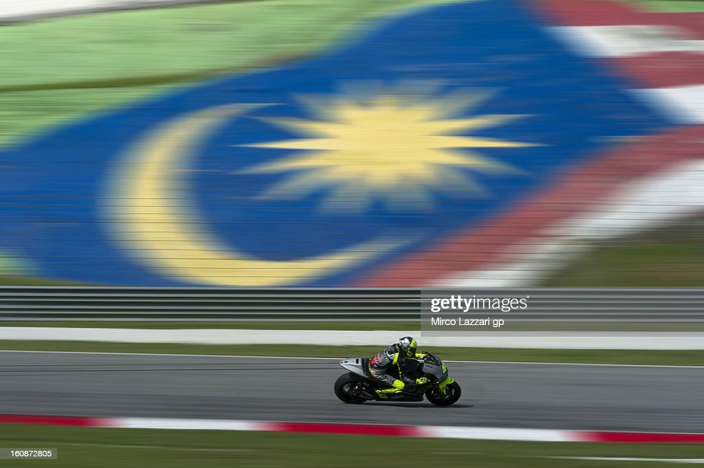 <a gi-track='captionPersonalityLinkClicked' href=/galleries/search?phrase=Valentino+Rossi&family=editorial&specificpeople=157603 ng-click='$event.stopPropagation()'>Valentino Rossi</a> of Italy and Yamaha Factory Racing rounds the bend during the MotoGP Tests in Sepang - Day Five at Sepang Circuit on February 7, 2013 in Kuala Lumpur, Malaysia.