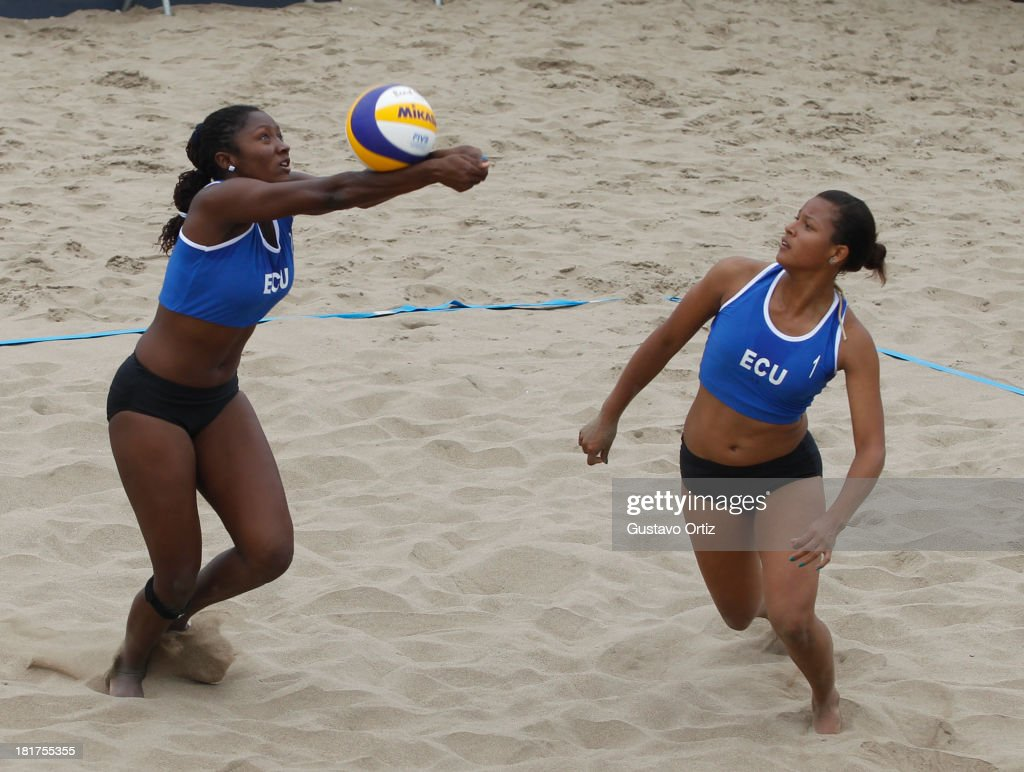 Valeria Batioja Ocampo y Mishelle Molina Pacheco of Ecuador compete during the Women's Beach Volleyball Qualification as part of the I ODESUR South...