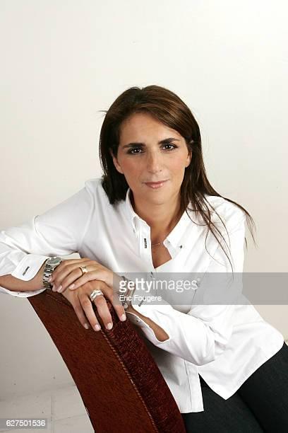 Valerie Benaïm on the set of television show 'Piques et Polémiques'
