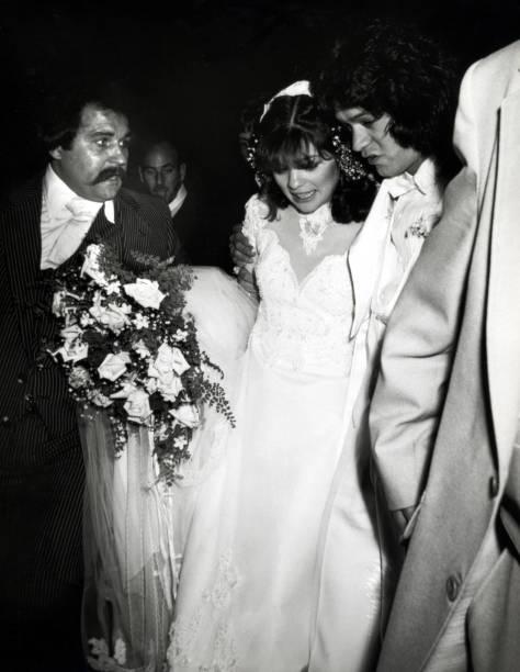 Wedding of valerie bertinelli and eddie van halen photos for Who is valerie bertinelli married to