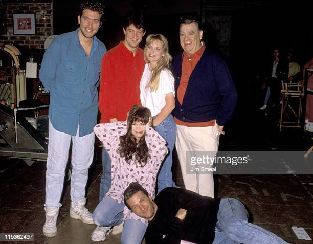 Valerie Bertinelli Matthew Perry Barney Martin and the rest of the cast of 'Sydney'