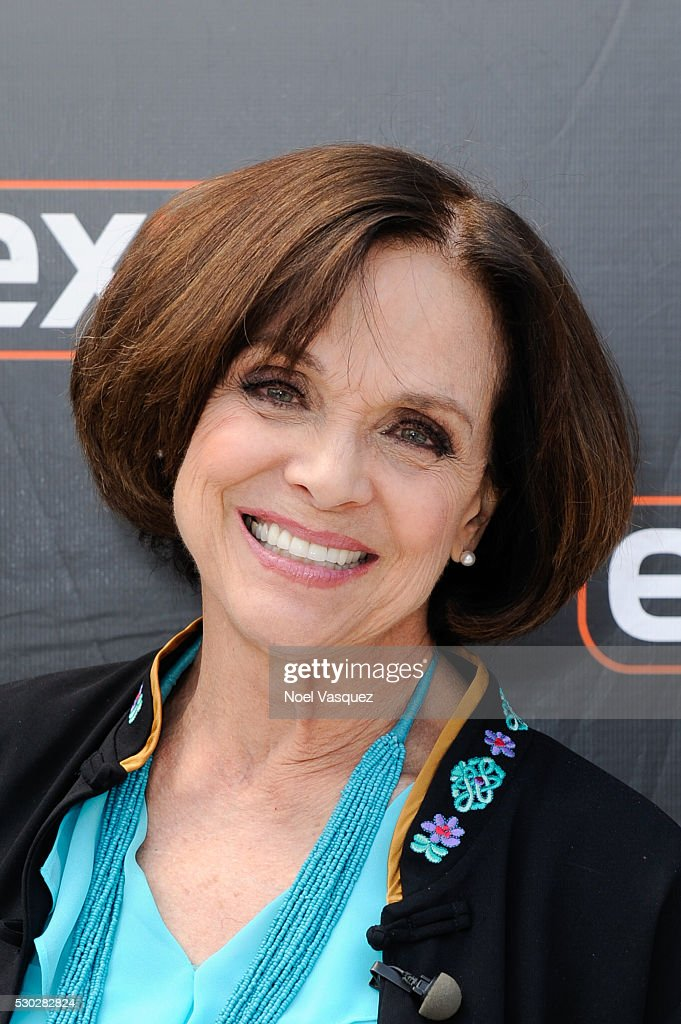 """Ethan Peck And Valerie Harper On """"Extra"""" 