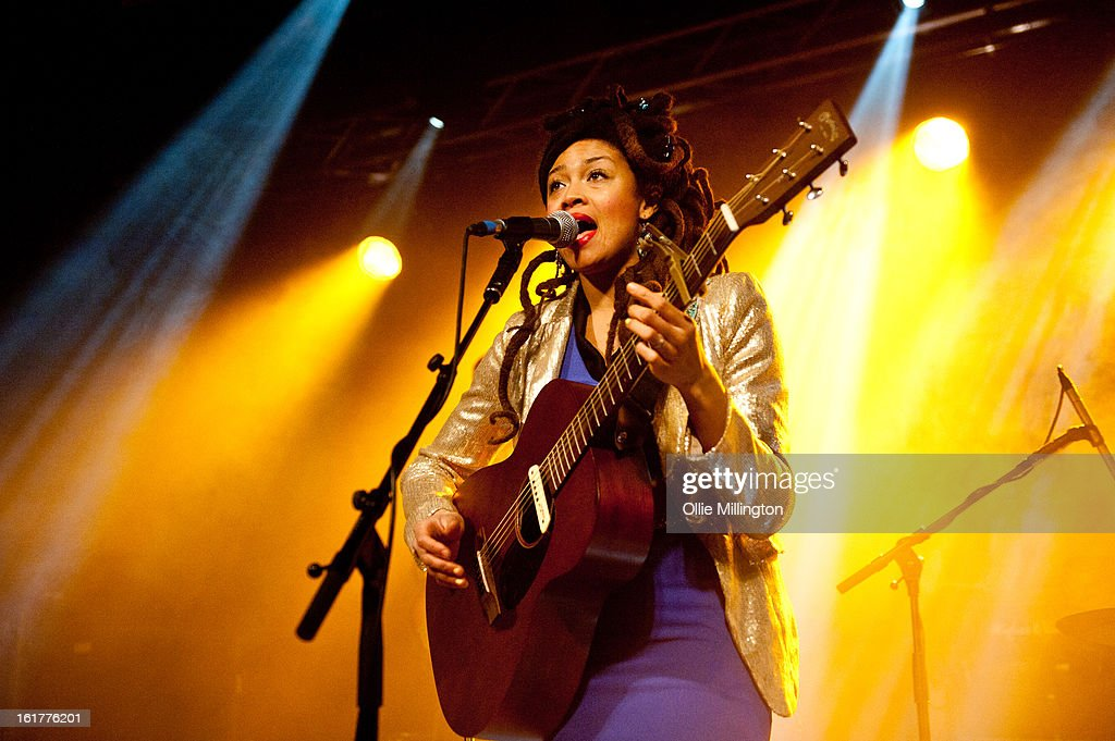 <a gi-track='captionPersonalityLinkClicked' href=/galleries/search?phrase=Valerie+June&family=editorial&specificpeople=5801252 ng-click='$event.stopPropagation()'>Valerie June</a> performs on stage supporting Jake Bugg in his hometown at Rock City on February 15, 2013 in Nottingham, England.
