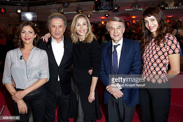 Valerie Karsenti Michel Drucker Pascale Arbillot Main guest of the show Adamo and Anne Charrier present the Theater play 'Chambre froide' during the...