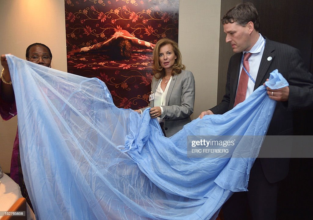 Valerie Trierweiler (C), partner of French President Francois Hollande, receives a mosquito net from Herve Verhoosel (R) and Dr. Fatoumata Nafo-Traore from the organisation 'Roll Back Malaria' on September 25,2012 in New York on the sidelines of the United Nations General Assembly.