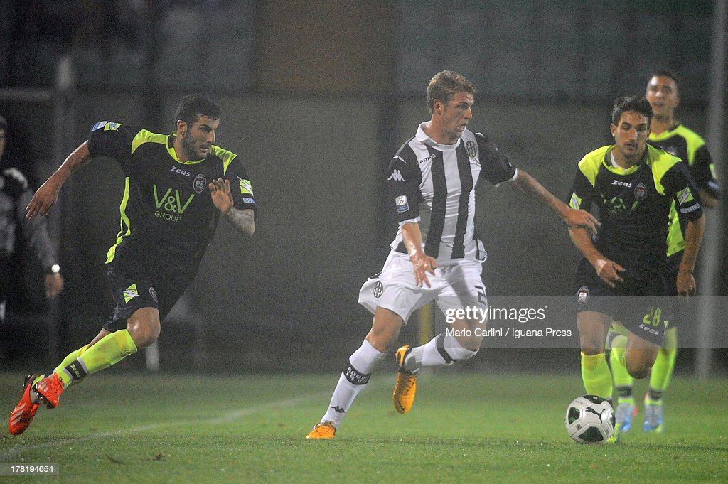 Valerio Rosseti # 27 of AC Siena ( C ) in action during the Serie B match between AC Siena and FC Crotone at Stadio Artemio Franchi on August 24, 2013 in Siena, Italy.