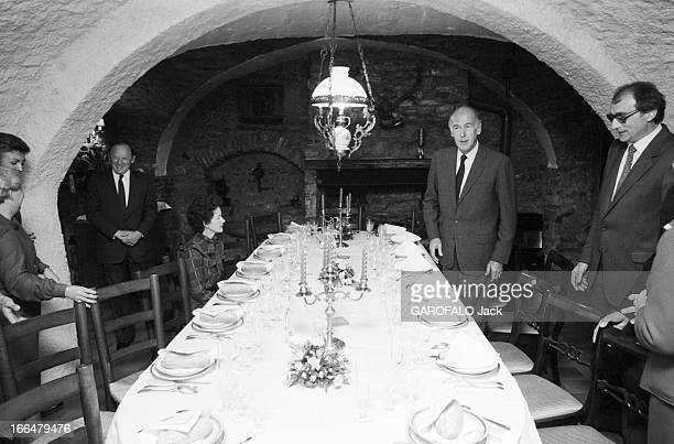 Valery Giscard D'Estaing And His Wife AnneAymone In A Restaurant Octobre 1981 Valéry GISCARD D' ESTAING et son épouse dinent dans un restaurant près...