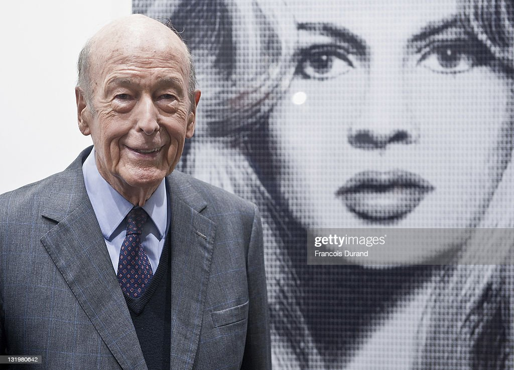 <a gi-track='captionPersonalityLinkClicked' href=/galleries/search?phrase=Valery+Giscard+d%27Estaing&family=editorial&specificpeople=209245 ng-click='$event.stopPropagation()'>Valery Giscard d'Estaing</a> attends the Paris Photo 2011 launch at Grand Palais on November 9, 2011 in Paris, France.