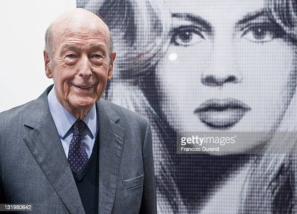 Valery Giscard d'Estaing attends the Paris Photo 2011 launch at Grand Palais on November 9 2011 in Paris France