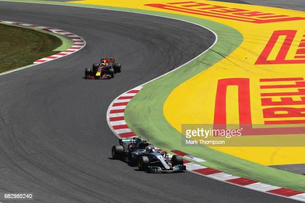 Valtteri Bottas driving the Mercedes AMG Petronas F1 Team Mercedes F1 WO8 leads Daniel Ricciardo of Australia driving the Red Bull Racing Red BullTAG...