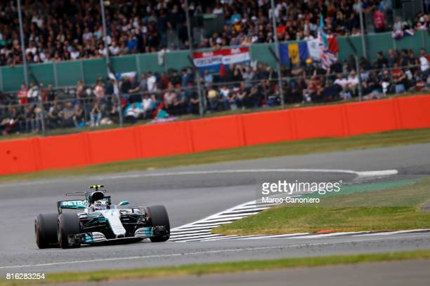 Valtteri Bottas driving the Mercedes AMG Petronas F1 Team Mercedes F1 WO8 on track during the Formula One Grand Prix of Great Britain